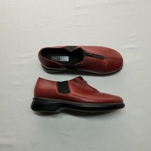 Munro America Red Slip-on Leather Shoes 5.5